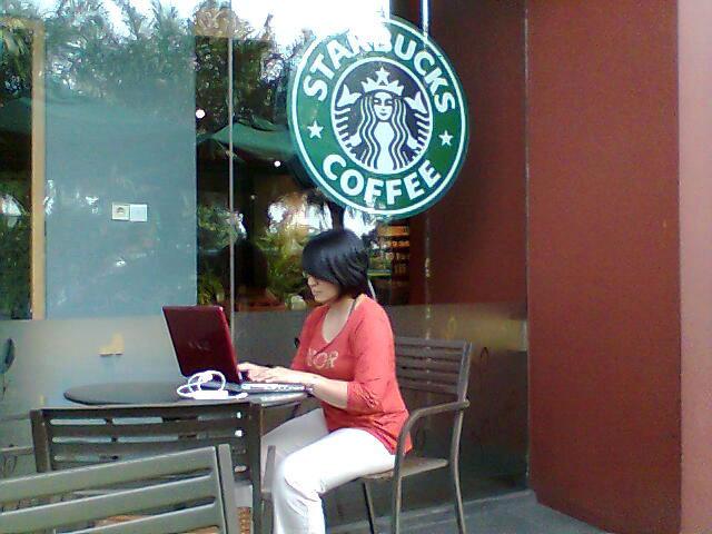 Tidak Punya Kantor, Bukan Tidak Punya Pekerjaan: Eksis DenganInternet