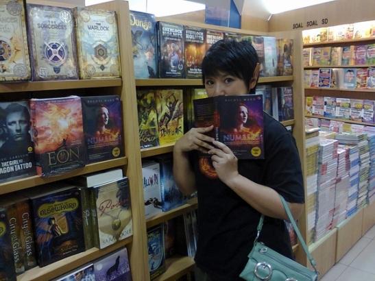 Number & Poison di Gramedia Bekasi