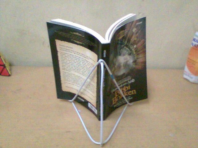Penahan buku: memanfaatkan barang takterpakai