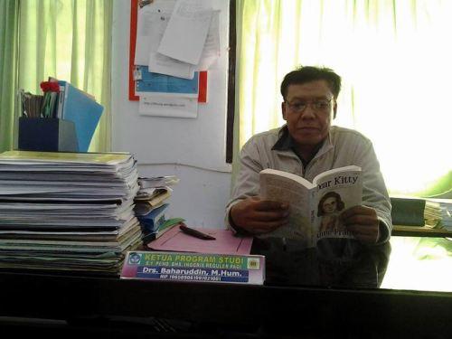 Dear Kitty akan dijadikan bahan penelitian oleh Pak Baharuddin. Foto: Pak Baharuddin.