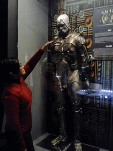 Patung Borg. Resistance is futile.